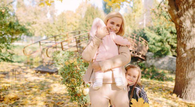 Лилия Ребрик устроила с дочками осеннюю фотосессию