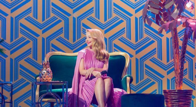 Тина Кароль поразила элегантным образом на съемках новогоднего шоу